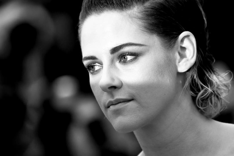 Kristen Stewart in una foto in bianco e nero da Cannes