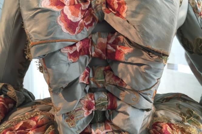 Un abito femminile nella sartoria di Outlander