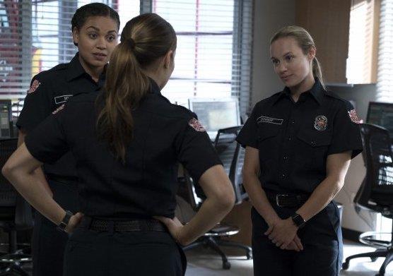 Andy, Maya e Vic  in una scena del finale di Station 19