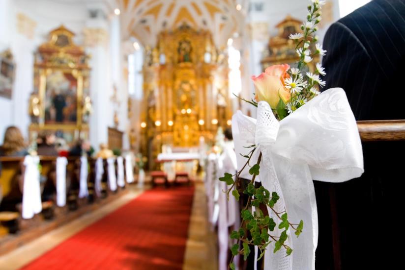 Interno chiesa con addobbi