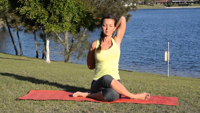 Posizione yoga detta muso di vacca