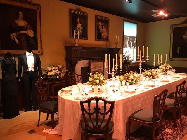 Il set della sala da pranzo ricostruito a New York