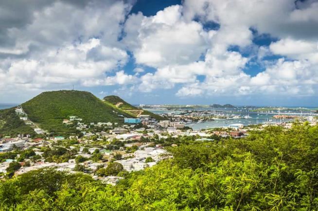 Panorama di Philpsburg a Sint Maarten nei Caraibi.