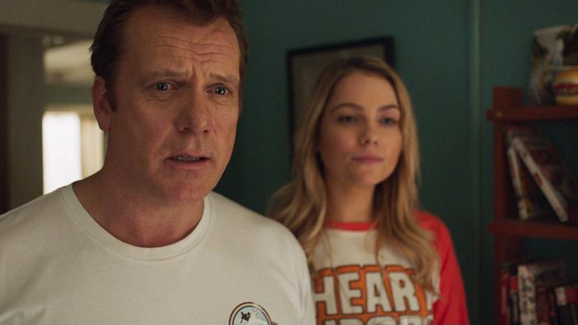 George e Shay in un'immagine promozionale da 800 Words