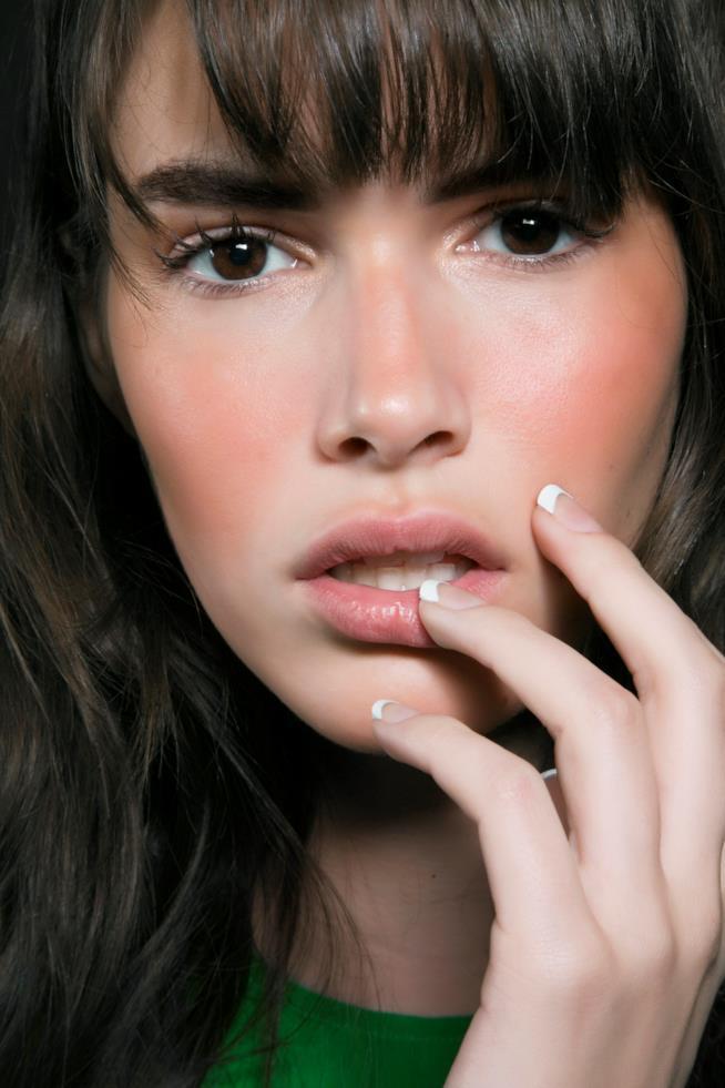 French manicure con unghie bianche e nude