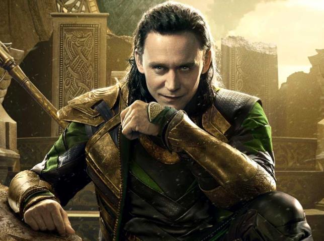 Loki seduto sul trono