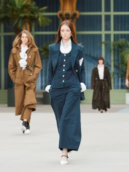 Sfilata CHANEL Collezione Donna Primavera Estate 2020 Parigi - CHANEL Resort PO RS20 0006