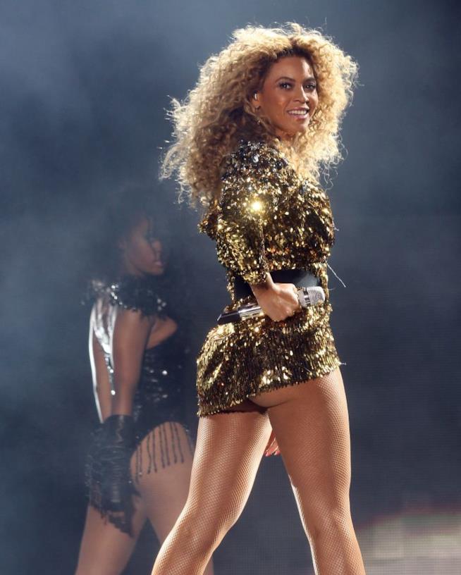 Un'immagine di Beyoncé sul palco