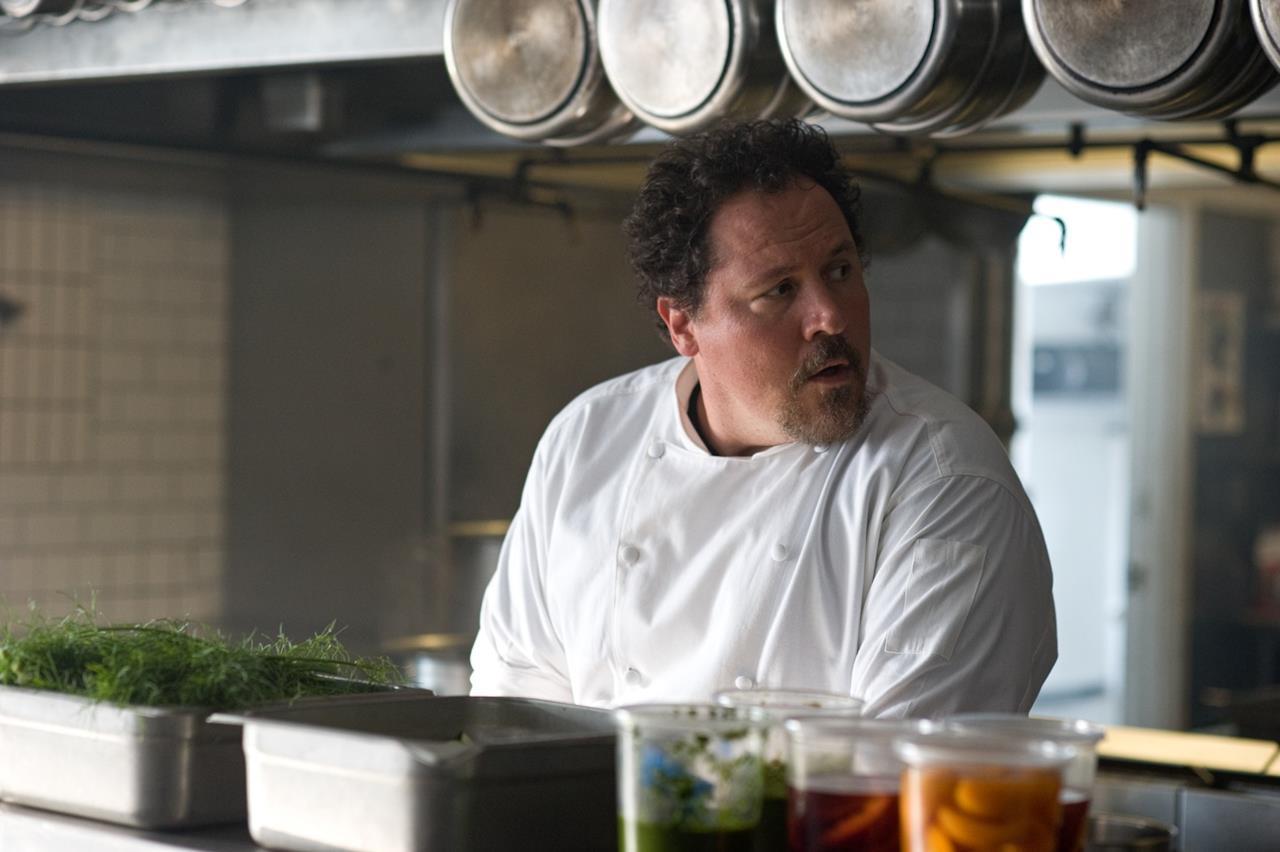 Jon Favreau in una scena di Chef: La ricetta perfetta (2014) da lui diretto