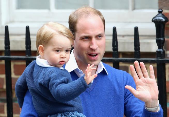 Baby George e il Principe William in primo piano