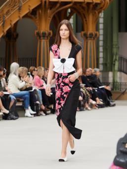 Sfilata CHANEL Collezione Donna Primavera Estate 2020 Parigi - CHANEL Resort PO RS20 0061