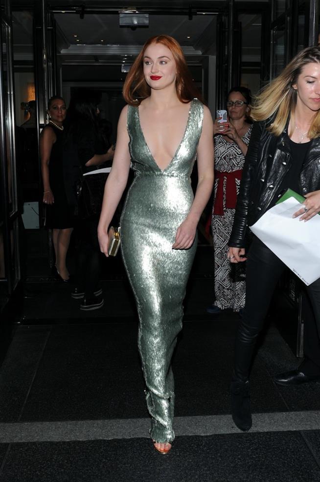 Sophie Turner in abito glitterato al MET Gala 2015