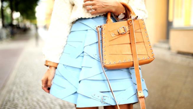 I colori moda autunno inverno 2018-19 sui vestiti e gli accessori c15a6936014