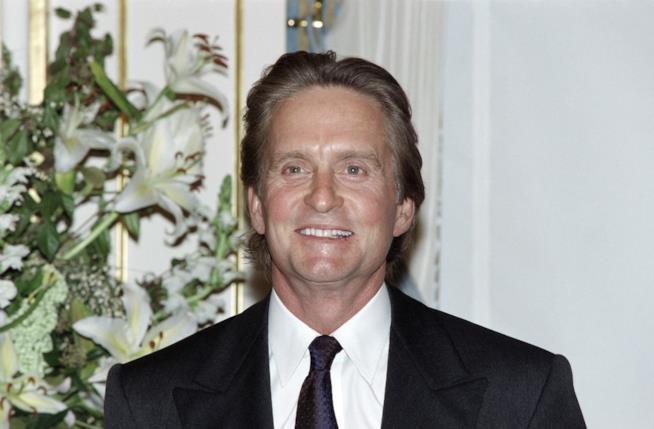 Douglas vince l'Oscar come miglior attore protagonista per Wall Street nel 1988