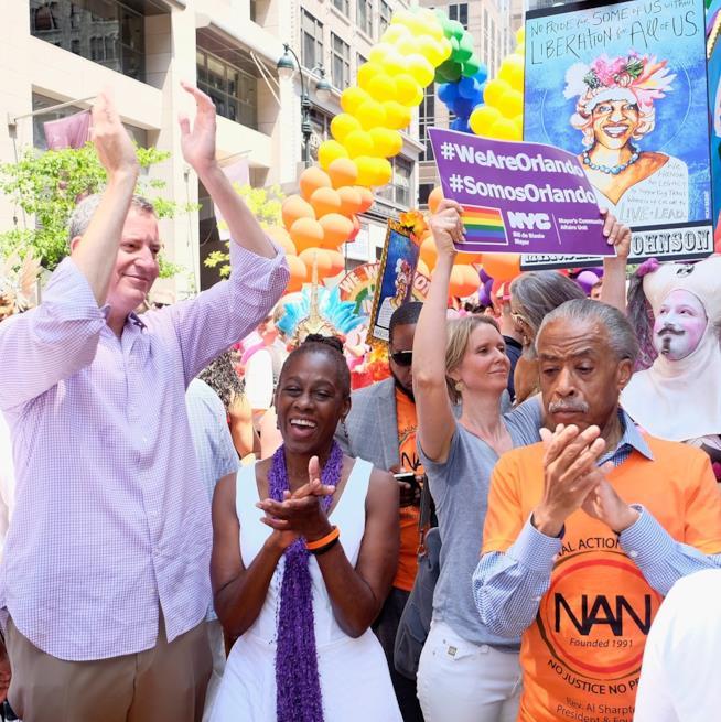 Cynthia Nixon al NYC Pride con il sindaco Bill de Blasio e la moglie Chirlane McCray