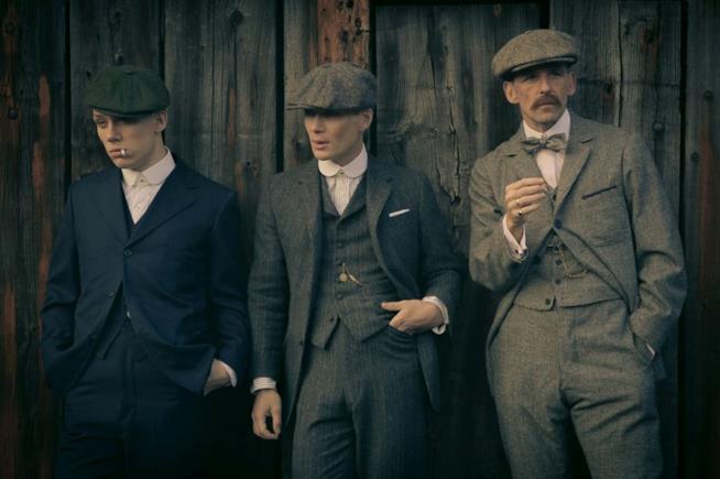 I fratelli Shelby, protagonisti di Peaky Blinders, con il loro inconfondibile look.