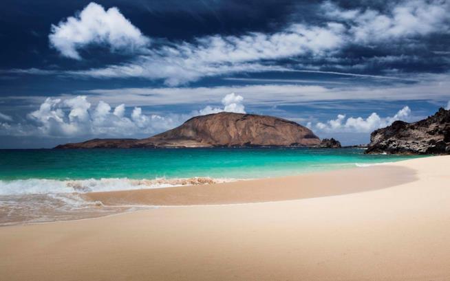 Playa de Las Conchas, spiagge perfette per vacanza al mare in primavera