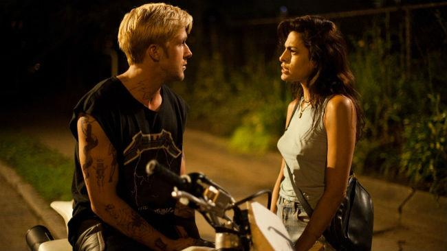 Eva Mendes e Ryan Gosling in Come un tuono