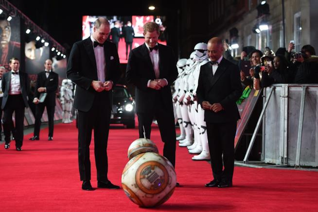William e Harry con il drone BB-8