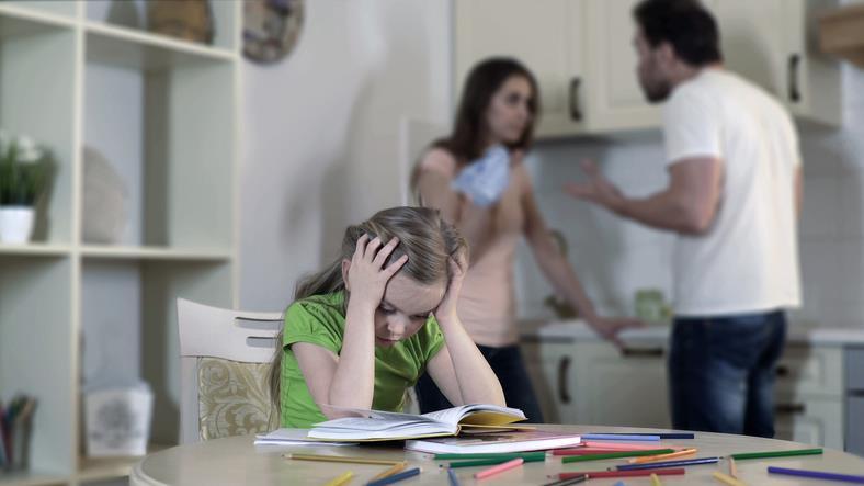 Litigi tra genitori davanti ai figli