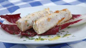 Involtini di pesce spada con pane nero, ricotta salata e erbe aromatiche