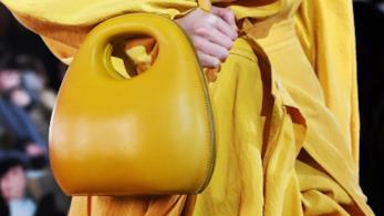 Il giallo domina sui capi e gli accessori per l'autunno 2018