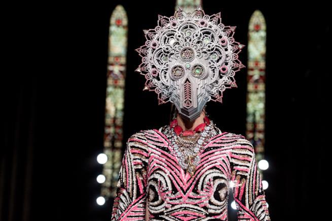 La maschere di Manish Arora Parigi Fashion Week 2019