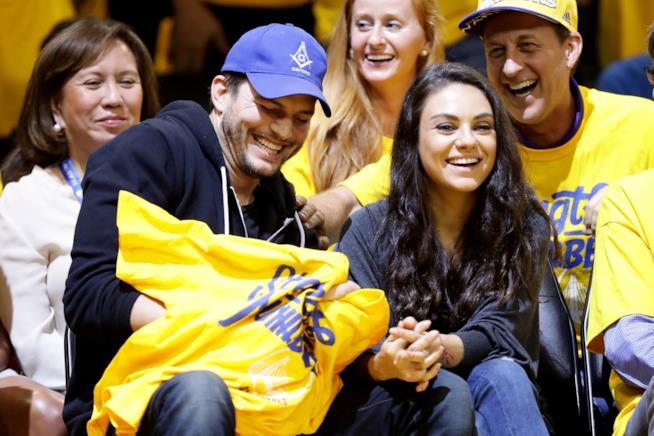 Ashton Kutcher e la moglie Mila Kunis