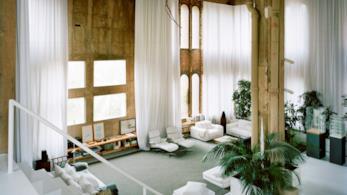 Interni della residenza di Ricardo Bofill nel complesso La Fabrica