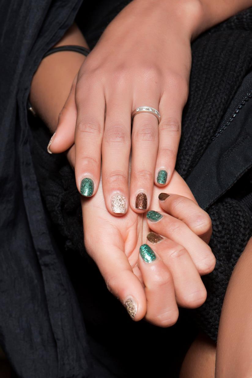 Nail art glitter verde e gold