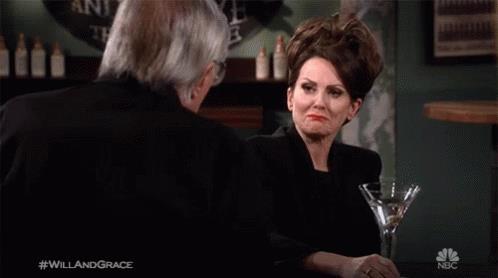 Megan Mullally in una scena della nona stagione di Will & Grace