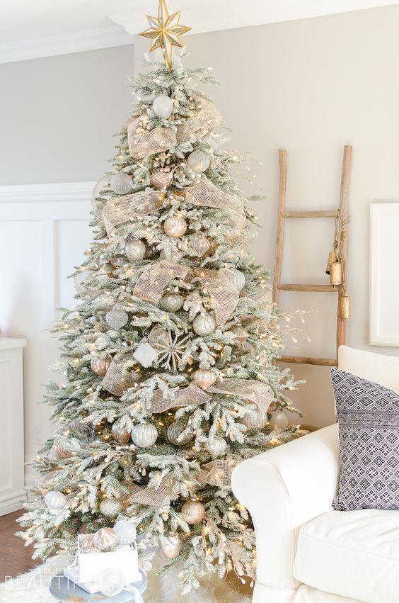Albero di Natale elegante oro e bianco
