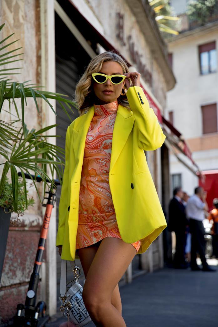 Outfit composto da occhiali cat-eye dallo Street Style di Milano 2019