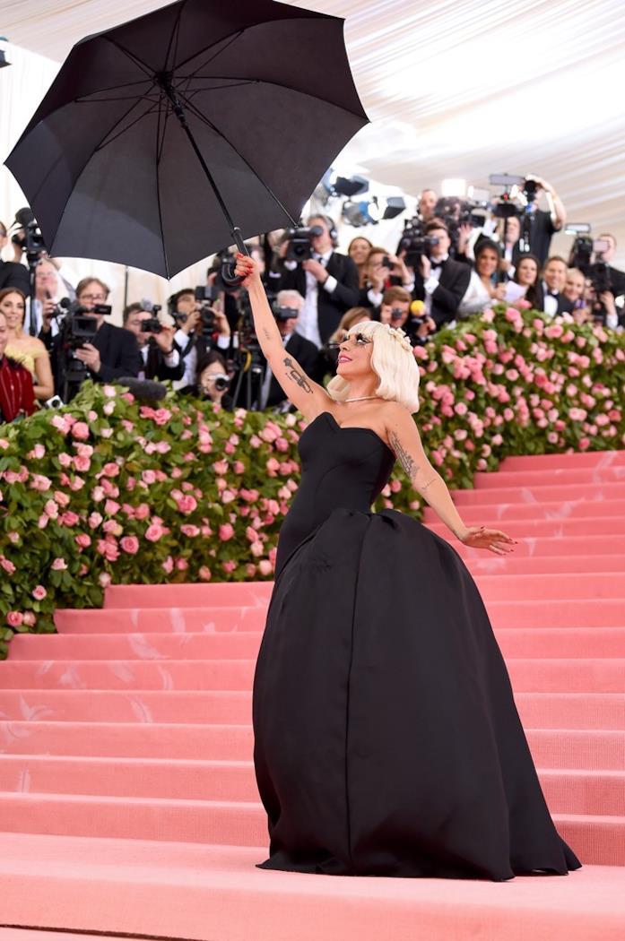 Lady Gaga in abito nero