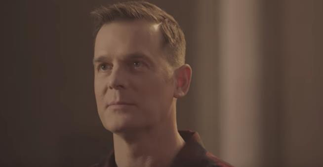 Bobby in una scena dall'episodio 1x05 di 911