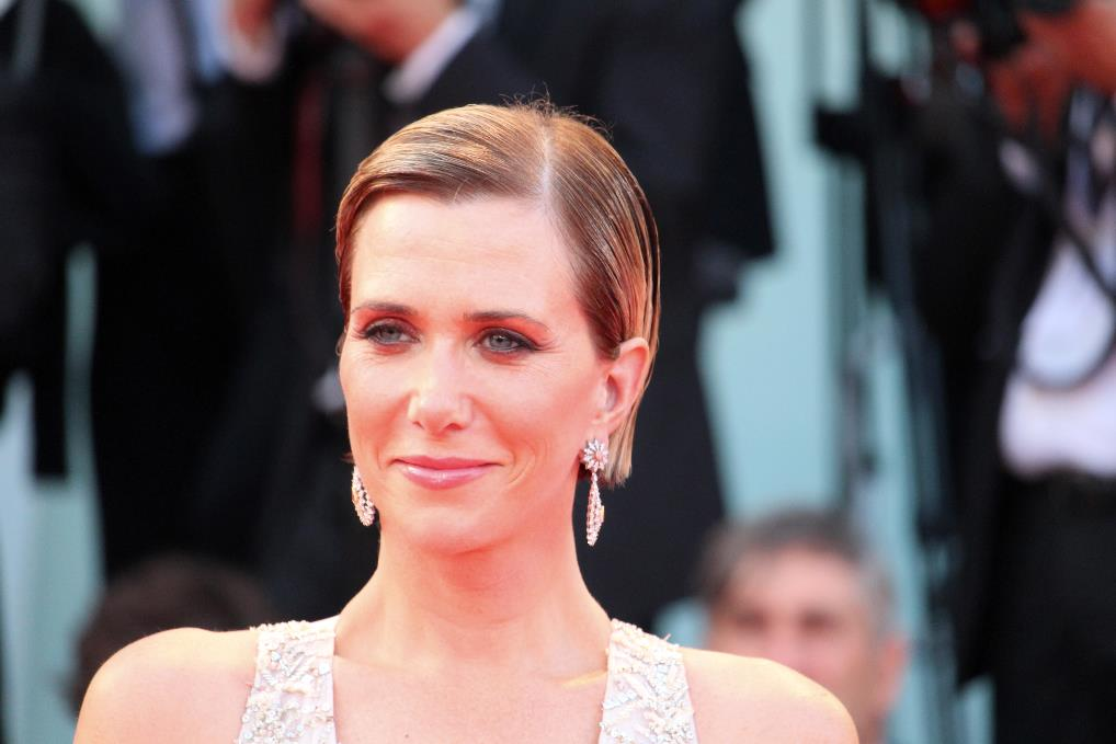 Il trucco scelto da Kristen Wiig per il red carpet è leggero ma elegante.