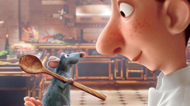 Il topo Rémy guida Linguini in cucina nel film Disney del 2007