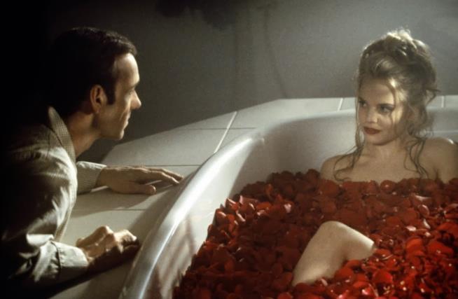 Kevin Spacey e la fantasia erotica in cui Mena Suvari è in una vasca piena d'acqua