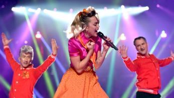 Miley Cyrus live ai VMAs 2017 con Younger Now, dal nuovo album in uscita il 29 settembre