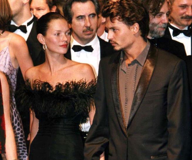 Primo piano di Kate Moss e Johnny Depp