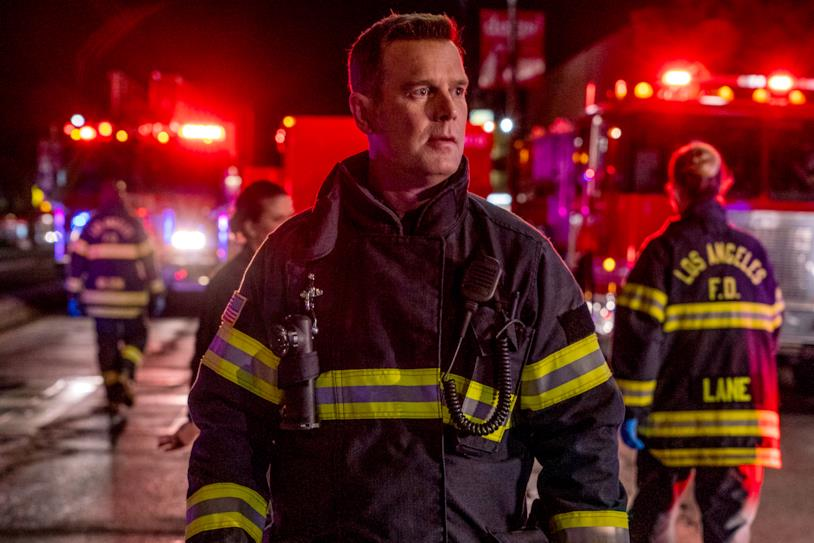 Un'immagine dall'episodio 2x16 di 911