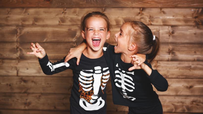 Due bambine travestite
