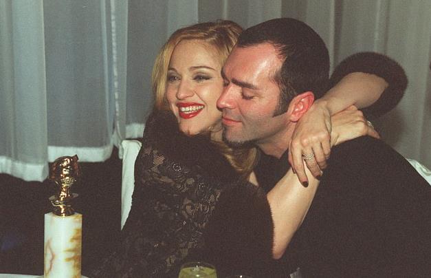 Madonna e Christopher Ciccone abbracciati