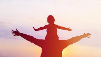 La vita in due, copertina con un papà e una bimba