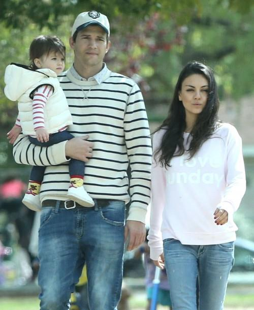 Ashton Kutcher con Mila Kunis e Wyatt
