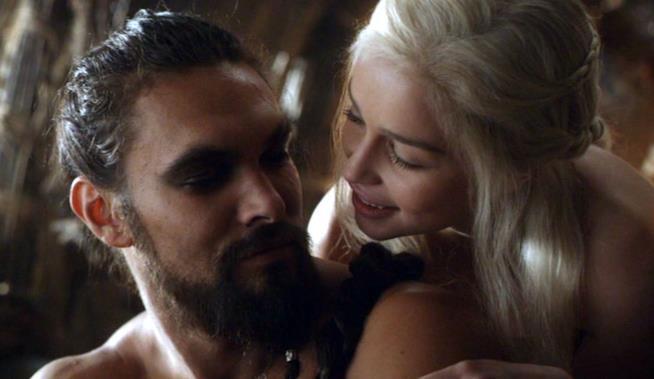 Una scena di Game of Thrones con Khal Drogo e Daenerys