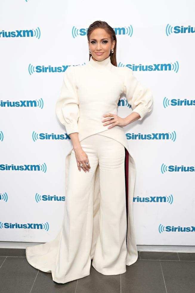 Jennifer Lopez  con pantaloni a vita alta