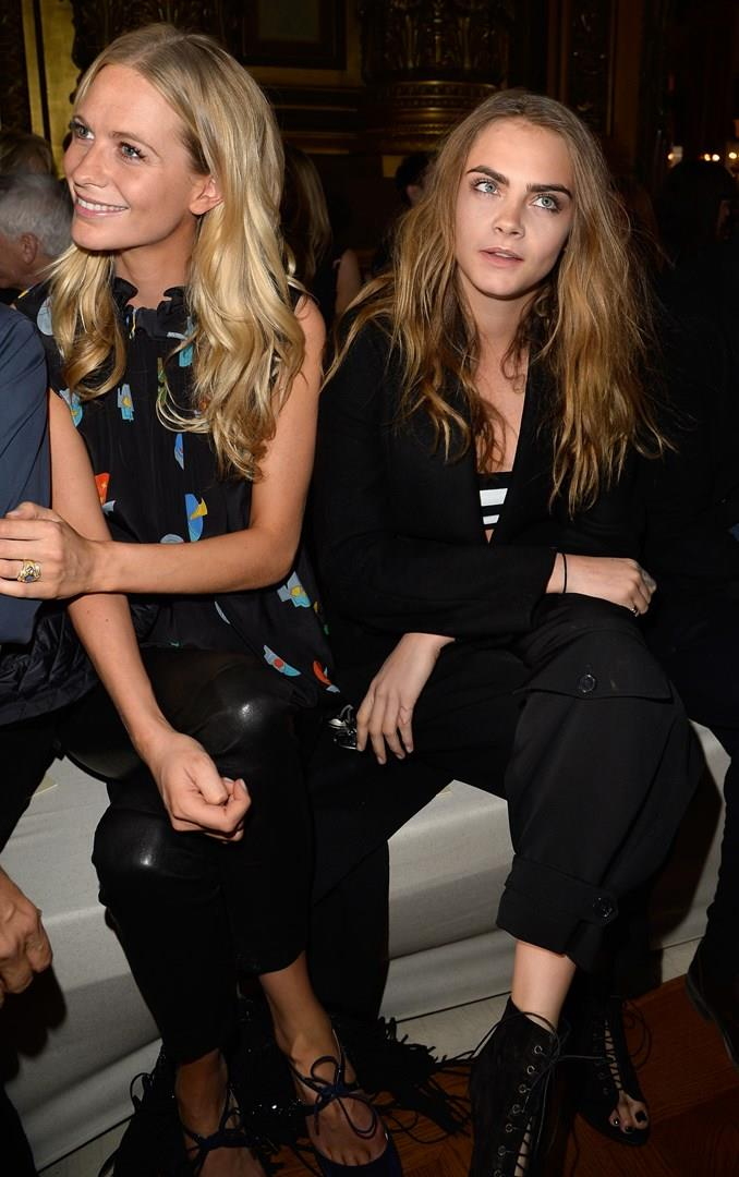 Cara e Poppy Delevingne in front row