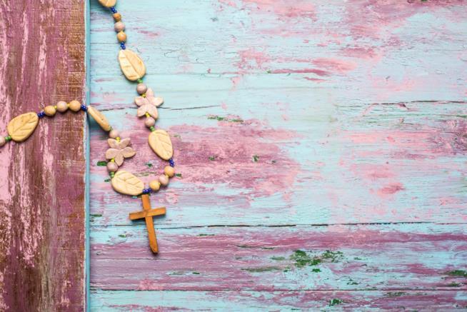 Crocifisso su legno consumato