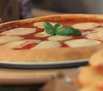 Pizza Margherita e pizzelle fritte